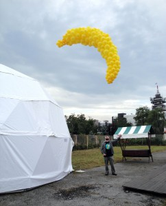 The Banana, 2009, balloons filled with helium